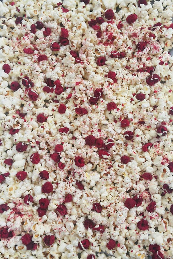 white-chocolate-raspberry-cheesecake-popcorn-3