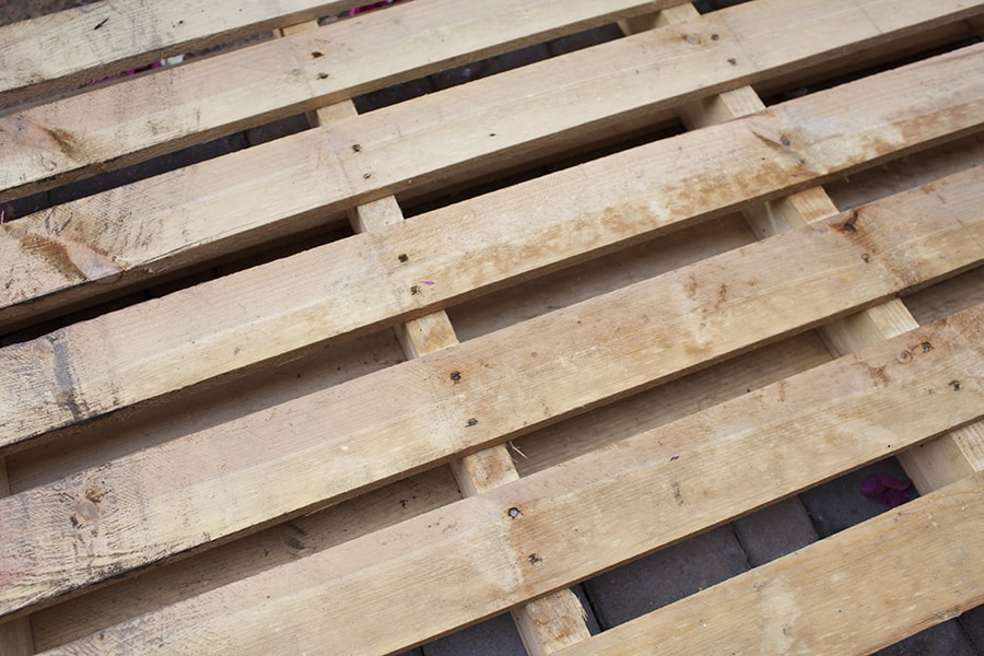 easy-diy-outdoor-dog-pallet-bed-step2