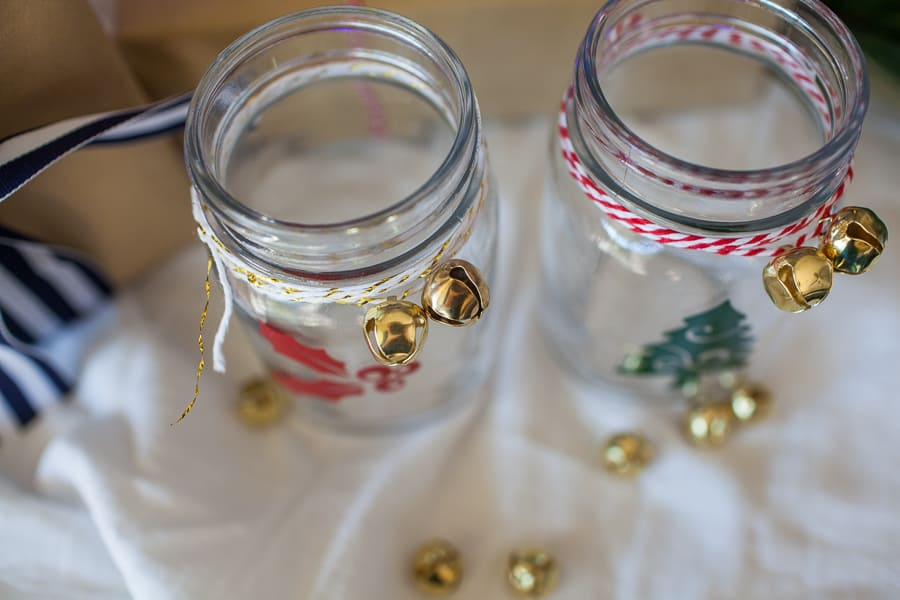 DIY Vinyl Christmas Mason Jars make the perfect gift or DIY for your Christmas parties! Use your Silhouette or Cricut machine to cut vinyl for easy mason jar glasses for any party!